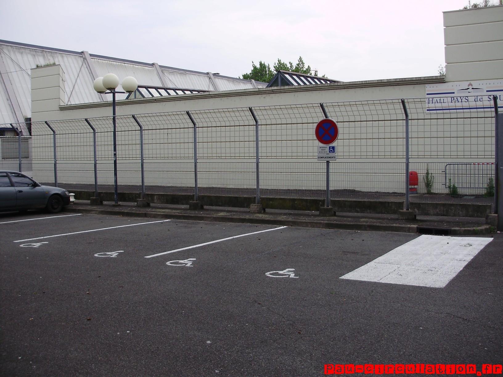 [PAU] Réalisations de places de parking pour handicapé à côté de la foire exposition