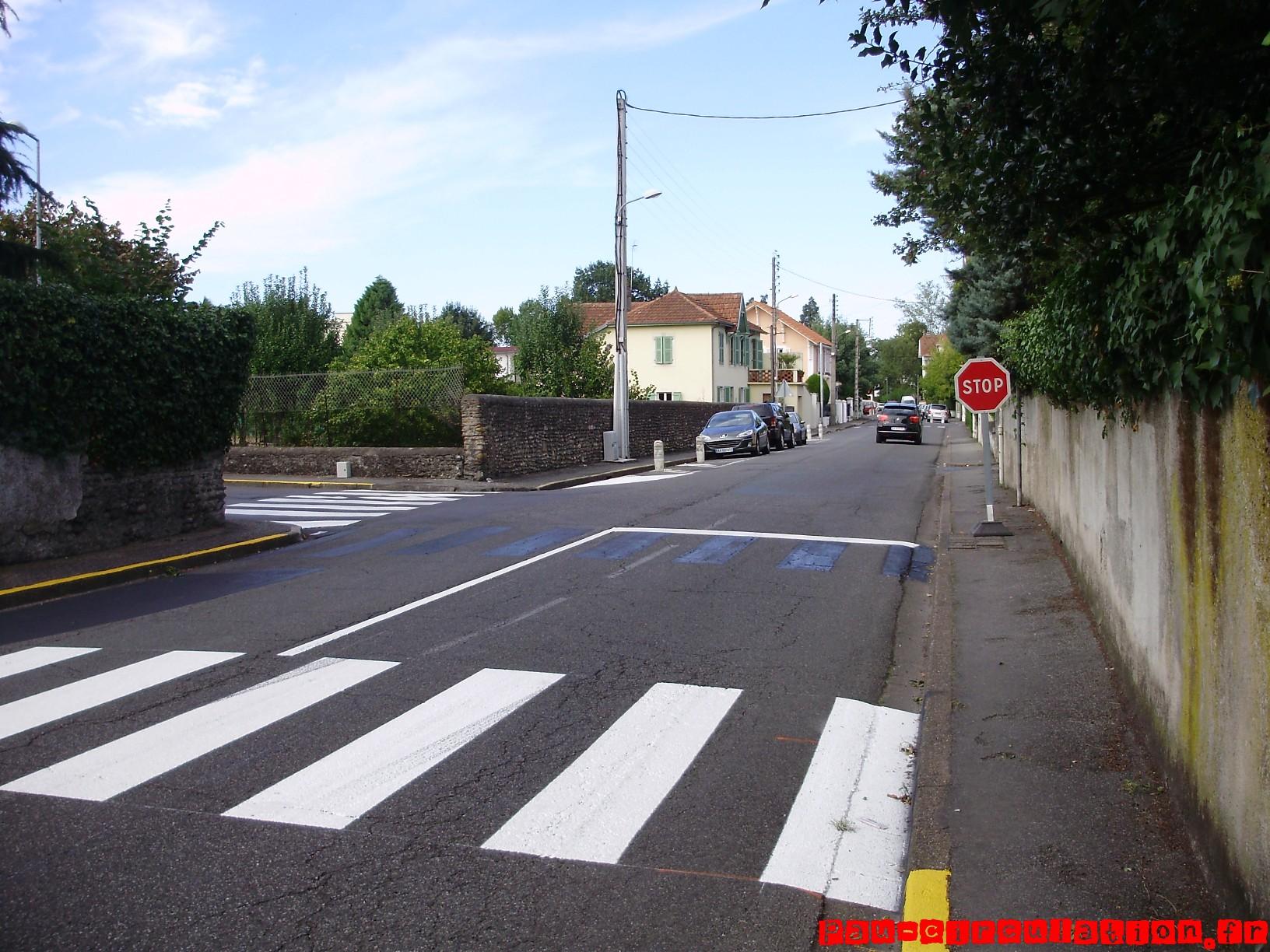 Nouveau panneau Stop sur l'avenue de Montardon à Pau