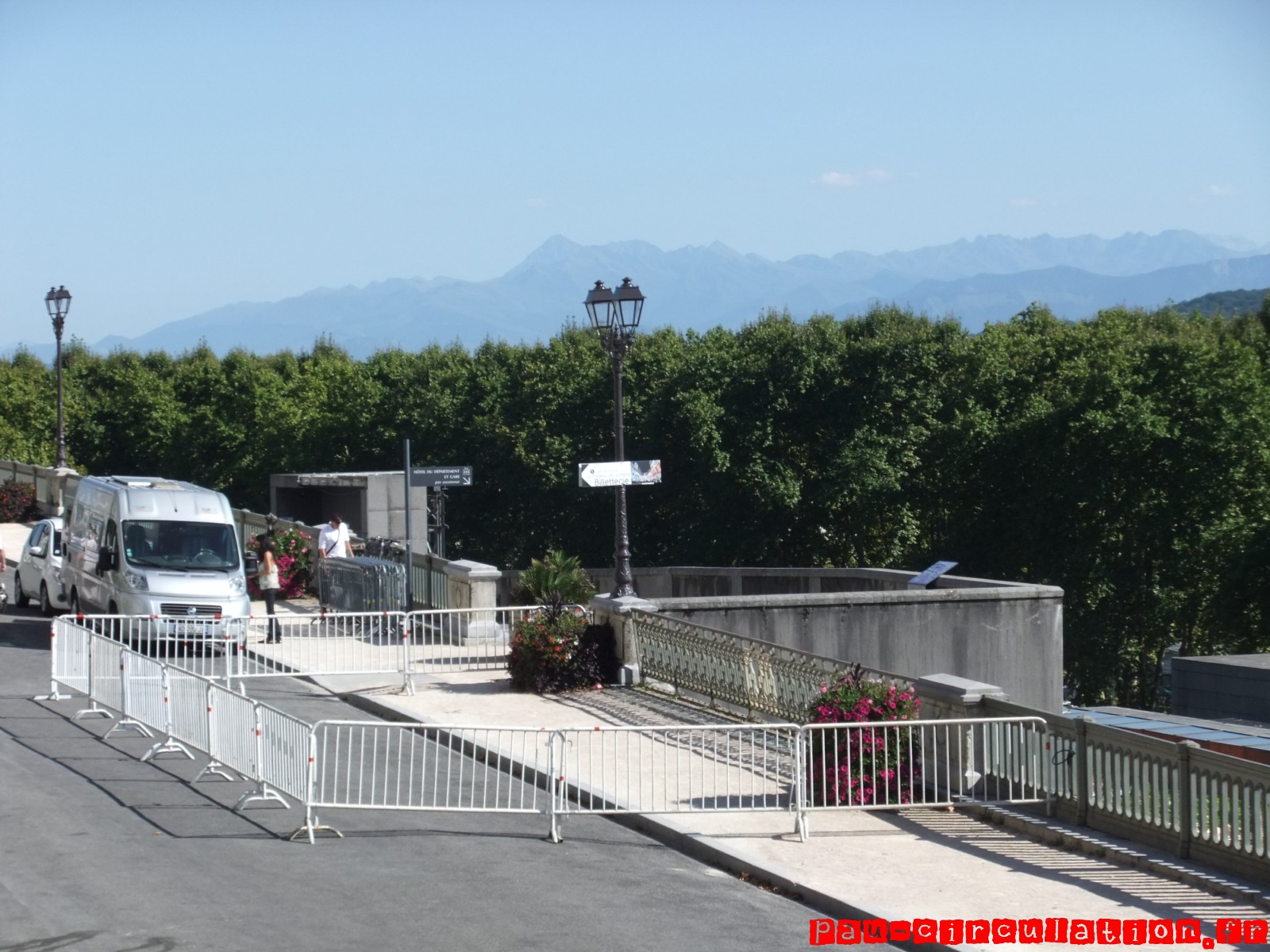 Sécurisation de la passerelle métallique du pont du moulin