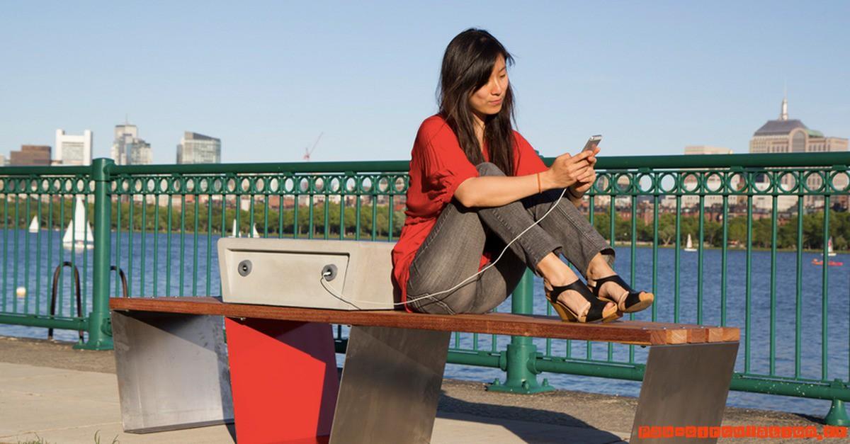 Aménagement Urbain: le banc solaire à prises USB