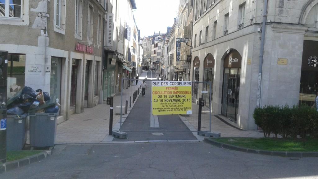 Rue des Cordeliers panneau avertissement