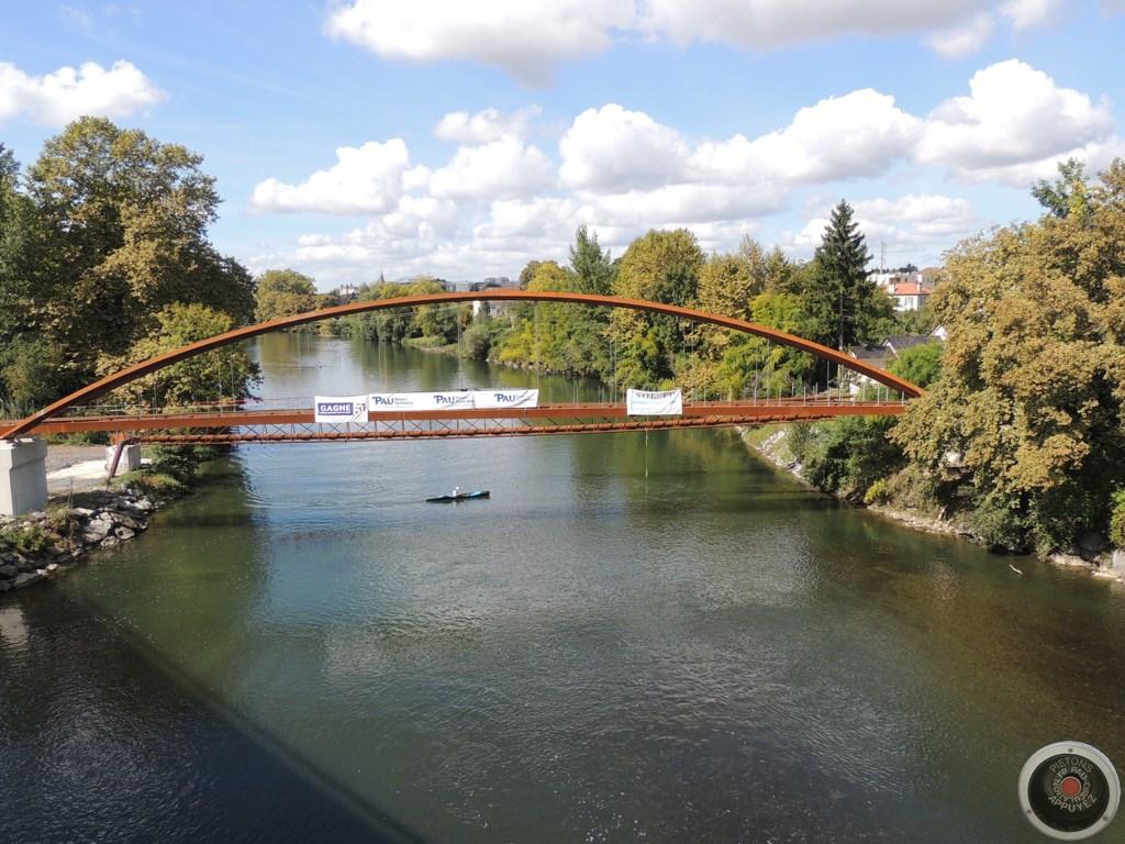 La passerelle de Mazères-Lezons est posée